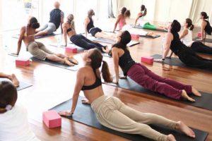 gimnastika-dlya-pogilih-700x467_0000_joga